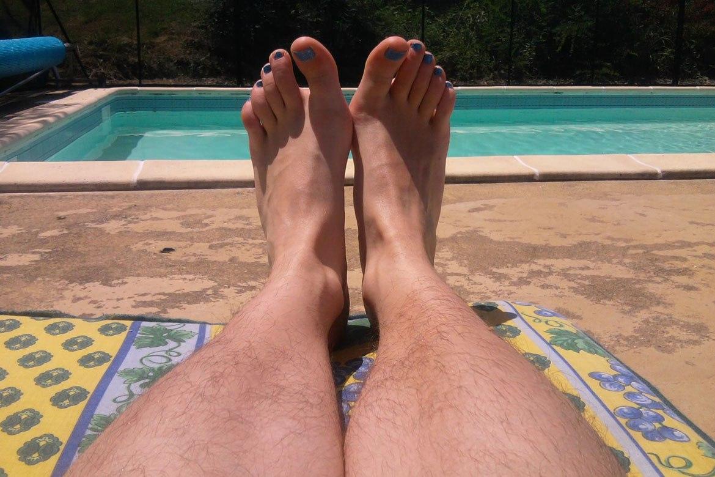 volosatie-zhenskie-nogi