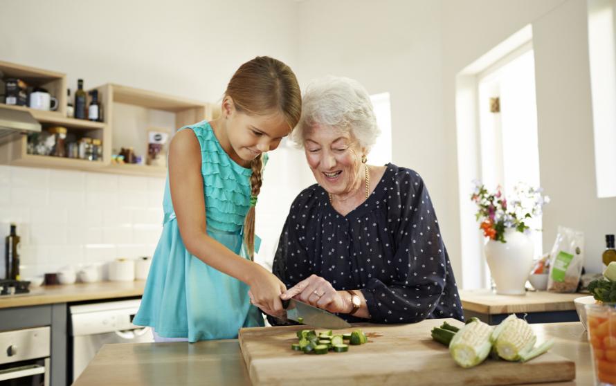 К чему снится умершая бабушка варианты толкований по сонникам