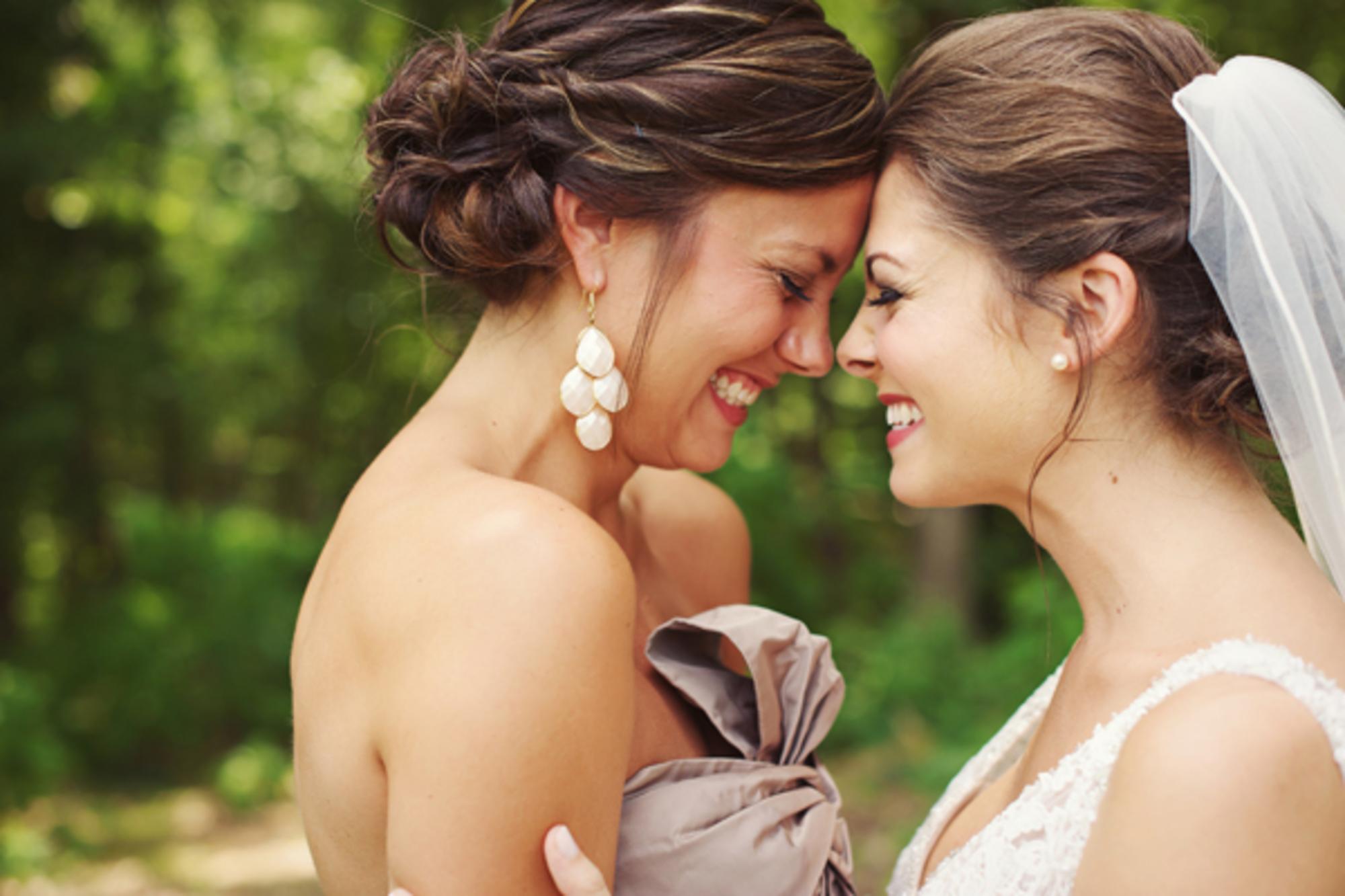Онлайн чулочках с невестой и ее подругой преклонном возрасте