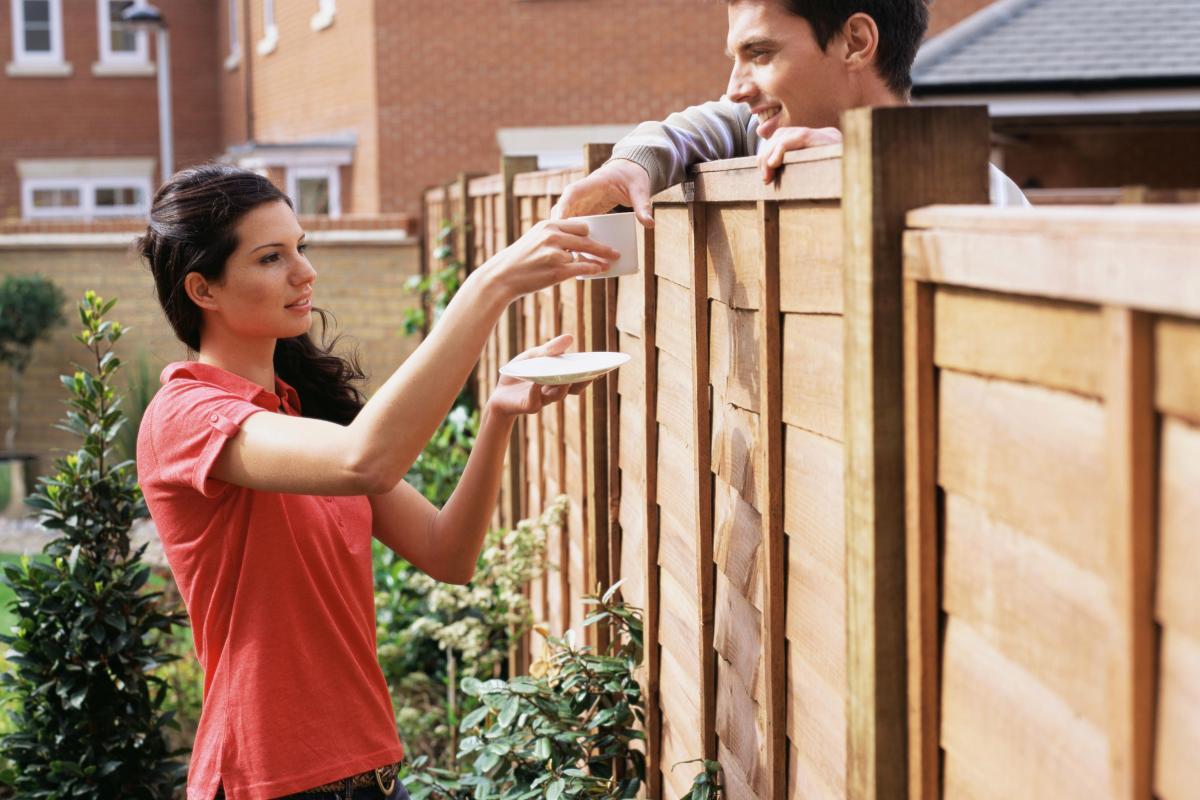 тихоня влюблена в соседского парня впервые заметил начинающие