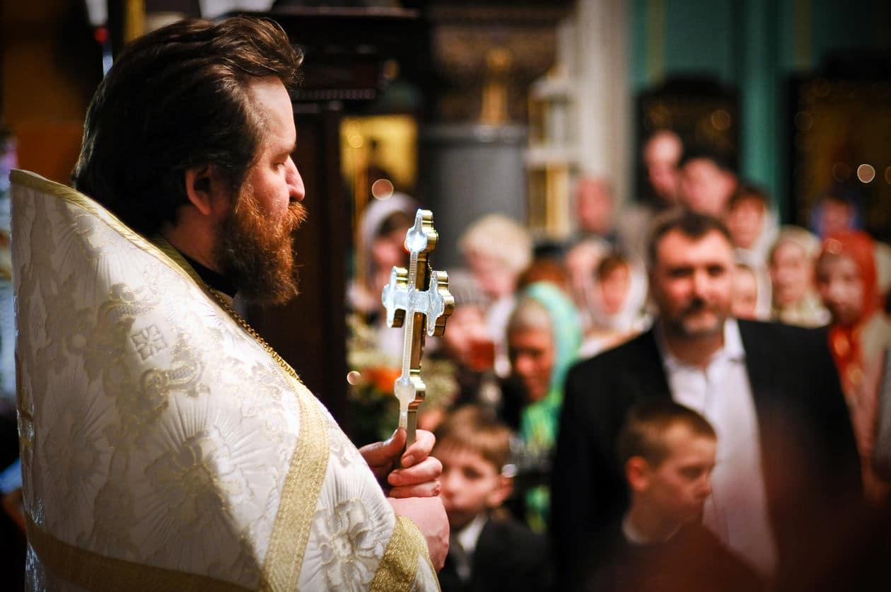 Сонник батюшка священник в рясе