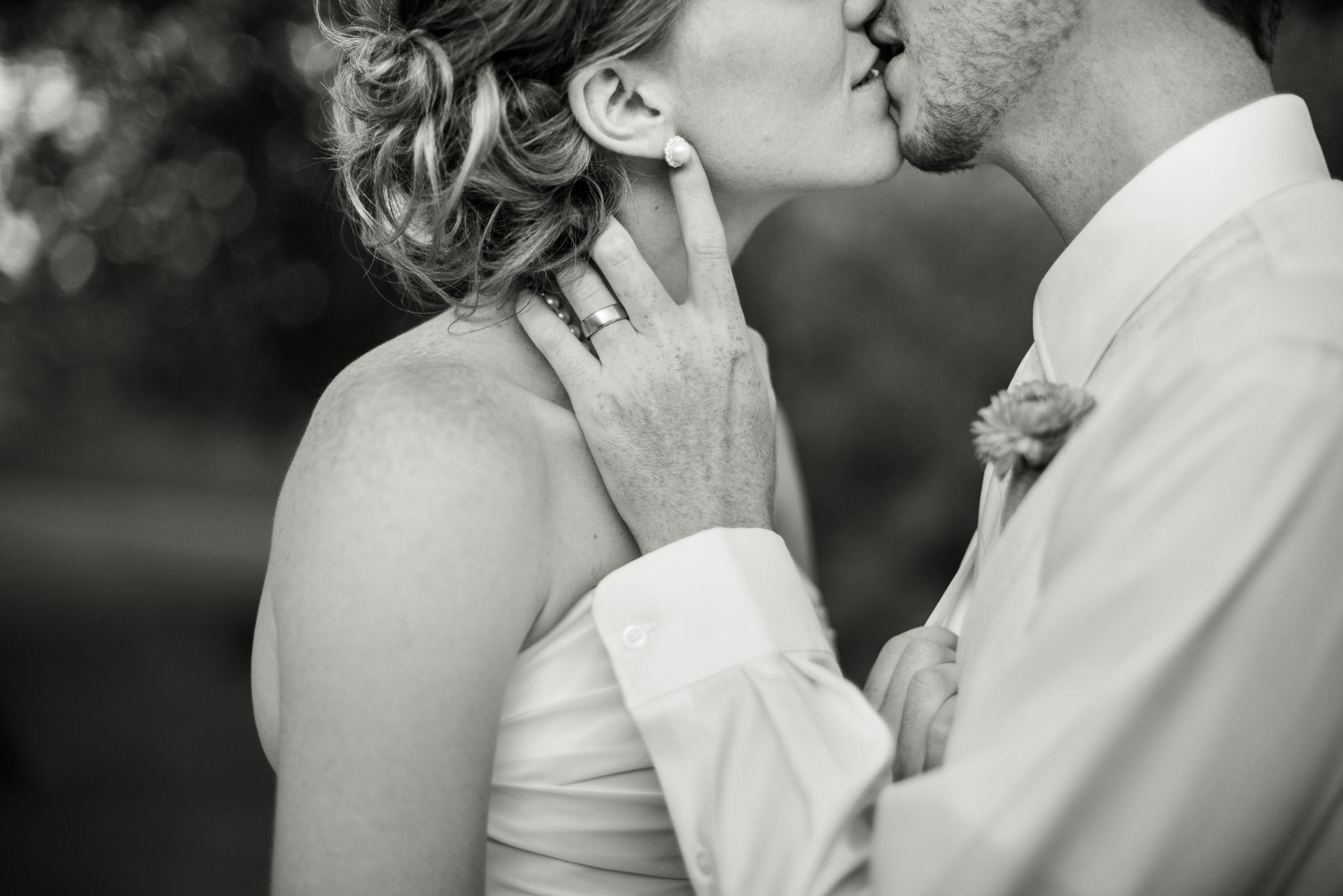 Картинки поцелуя женщины и мужчины