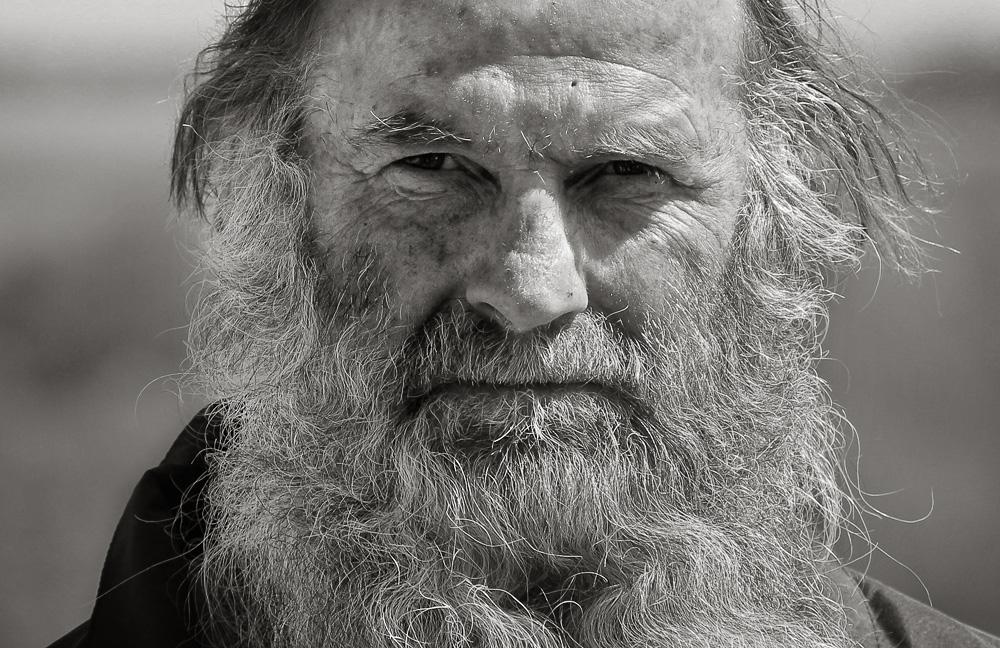 рассказывает, картинка старик с бородой карелию приезжают
