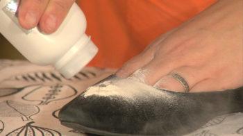 Как отмыть черные пятна на туфли фото