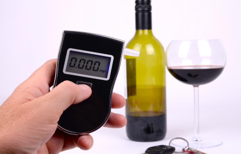 Сколько времени держится алкоголь в крови, когда можно садиться за руль, как ускорить выведение спиртного из организма