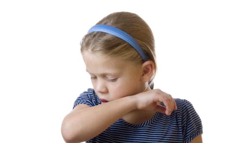 Сильный кашель у ребенка с температурой и без, сухой и влажный − чем лечить, что делать