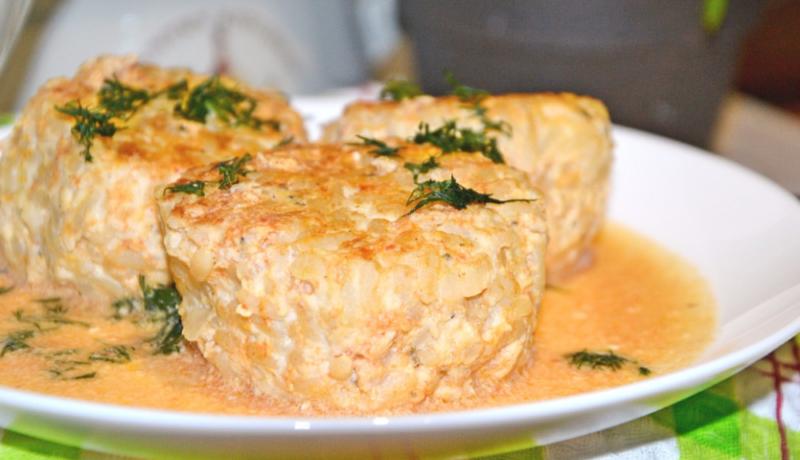 Котлеты в духовке с подливкой 🍥 – 5 пошаговых рецептов сочного блюда