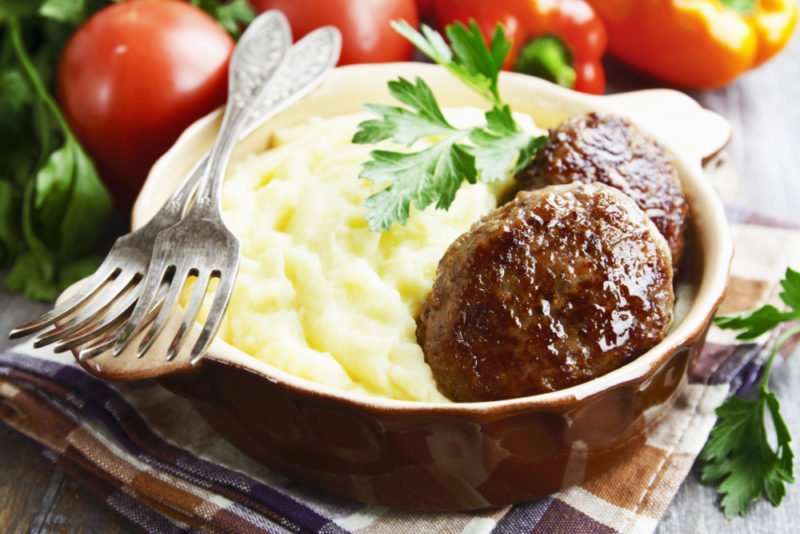 Пюре с котлетой – 2 рецепта, как приготовить вкусное сытное блюдо