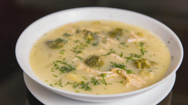 Суп с брокколи и курицей − 5 полезных диетических рецептов