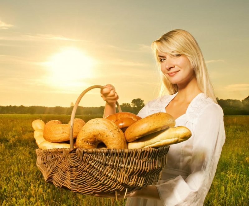 Cколько калорий в белом хлебе, 🍞 содержание витаминов и микроэлементов, какой вид полезнее для организма