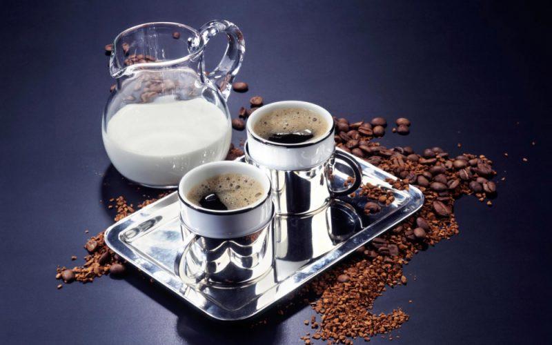 Сколько калорий в кофе с молоком, состав напитка, польза и вред для здоровья