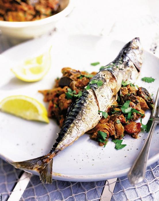 Скумбрия с овощами - самостоятельное блюдо, для которого не нужно готовить гарнир