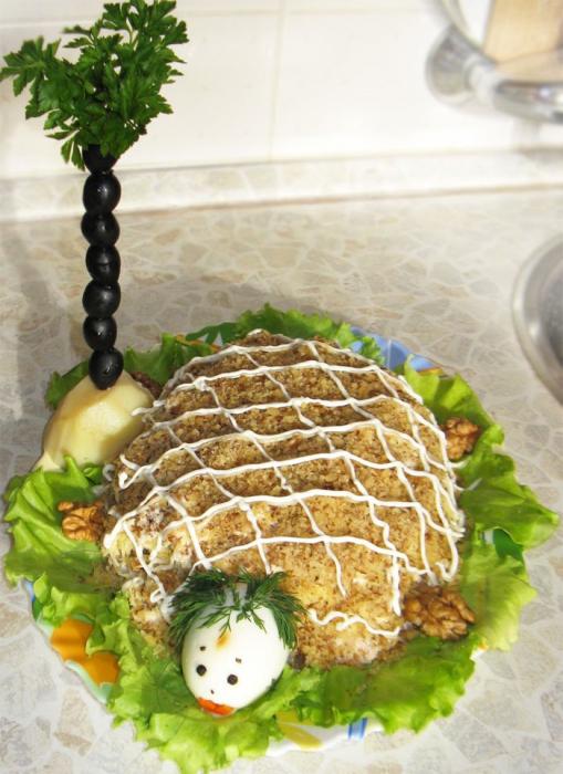 Салат Черепаха с курицей и добавлением яблок