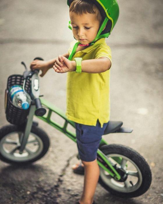 Чтобы малыш полностью применял функционал устройства, обучите его базовым навыкам. Особенное внимание уделите звонкам.