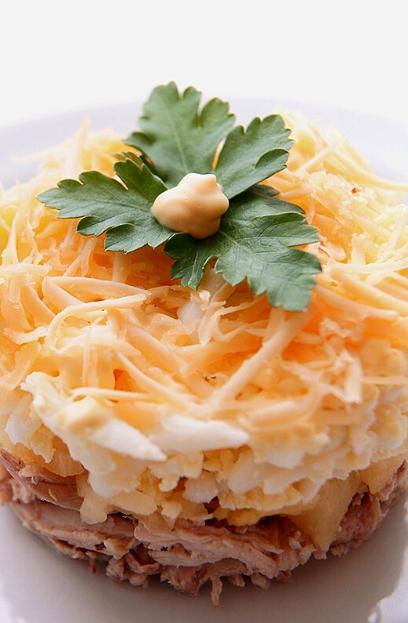 салат с грибами шампиньонами слоеный