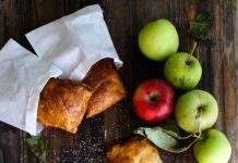 слойки с яблоками и сыром
