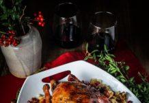 Утка, запеченная в духовке с картошкой, – пошаговый рецепт