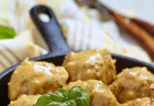 Тефтели с рисом на сковороде – быстрый рецепт