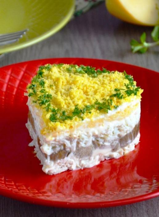 салат из куриной грудки с шампиньонами и сыром