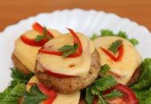 котлеты с помидорами и сыром