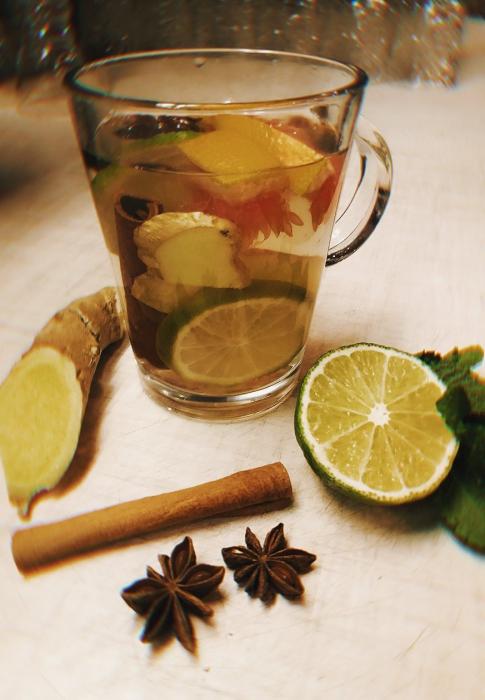 чай с имбирем, корицей и бадьяном
