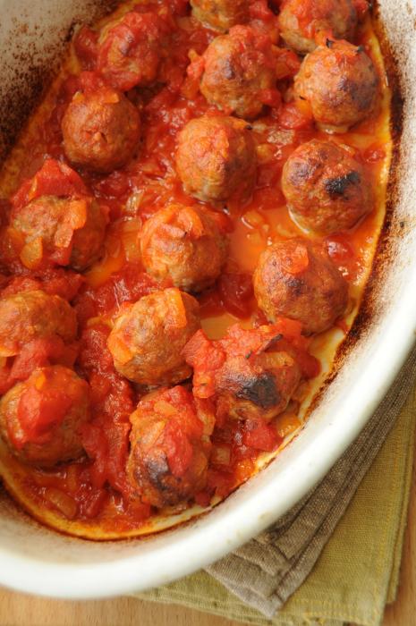 котлеты в томатном соусе в духовке