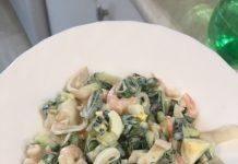 салат нежный с кальмарами и креветками